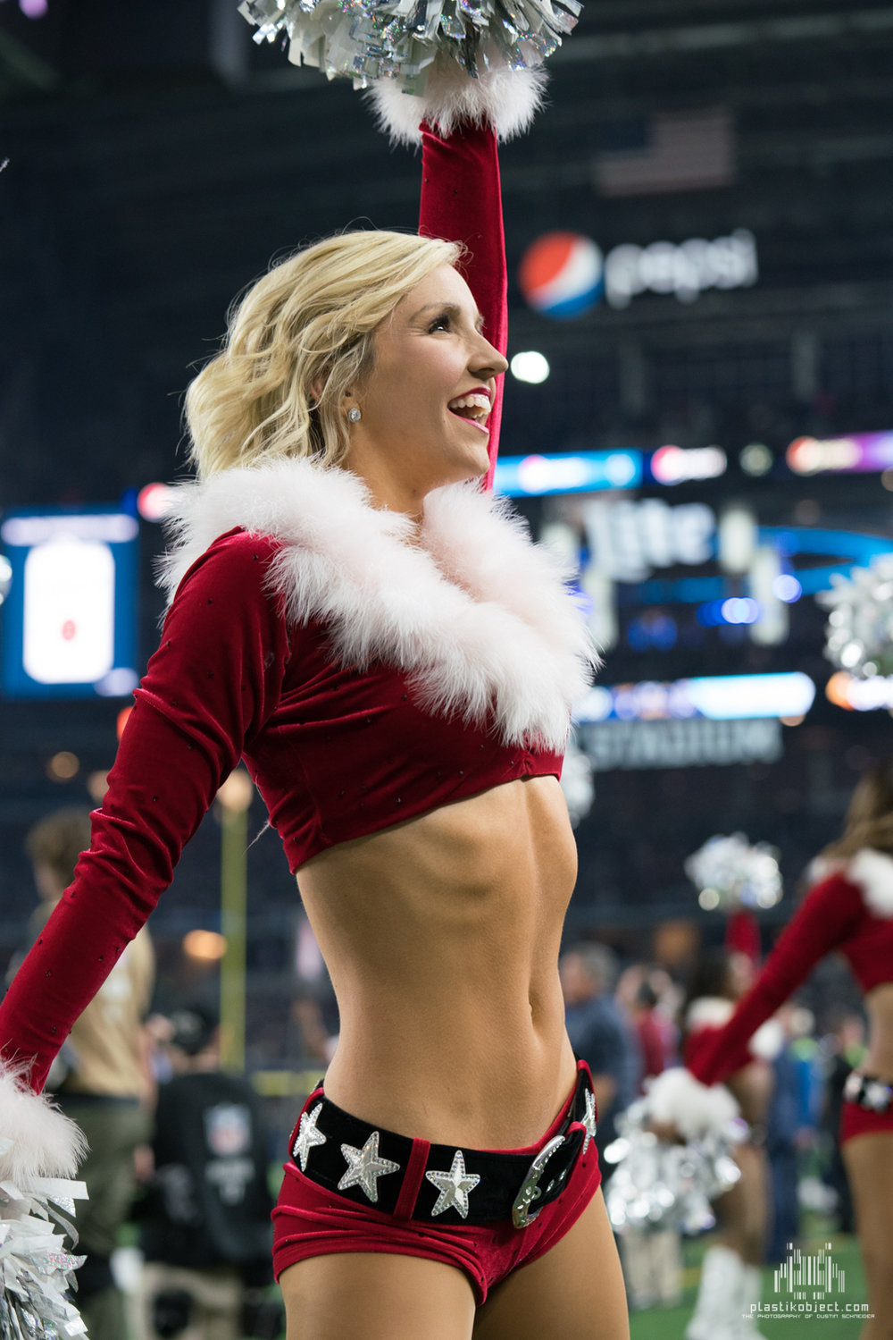 20171224_DalvsSea_cheer_Amy-5.jpg