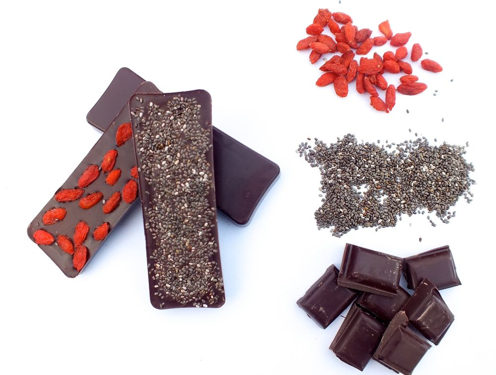 Create your own chocolate bars or filled chocolates at the RealFoodSource - try teaming up our chocolate couvertures with our Chia or Goji Berries