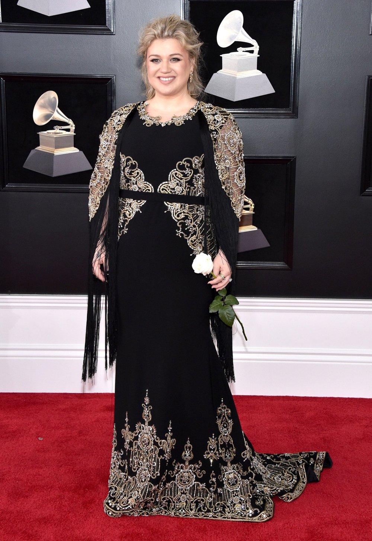 Grammys Awards 2018 - Kelly Clarkson in Christian Siriano.jpg