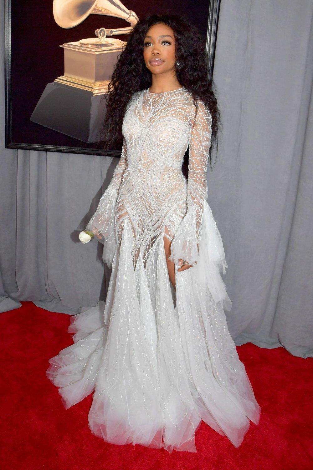 Grammys Awards 2018 - SZA in Atelier Versace.jpg