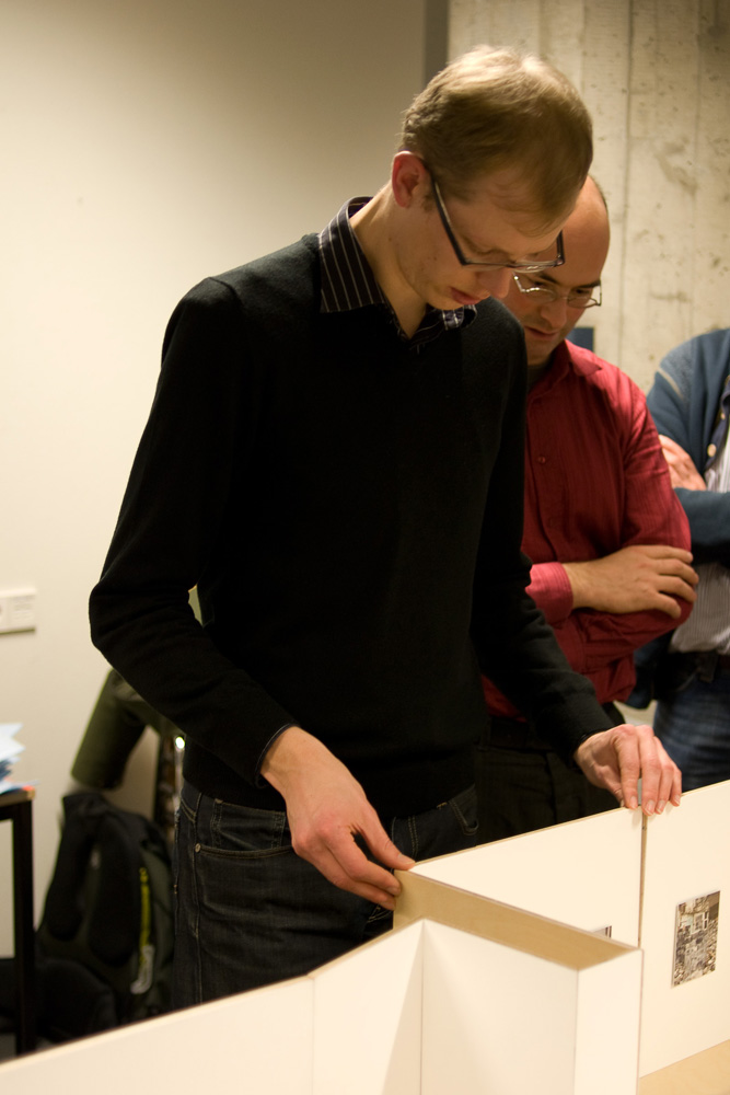 Photo: Johan Niewenhuize assembling his installation, by Peter Westerhof.