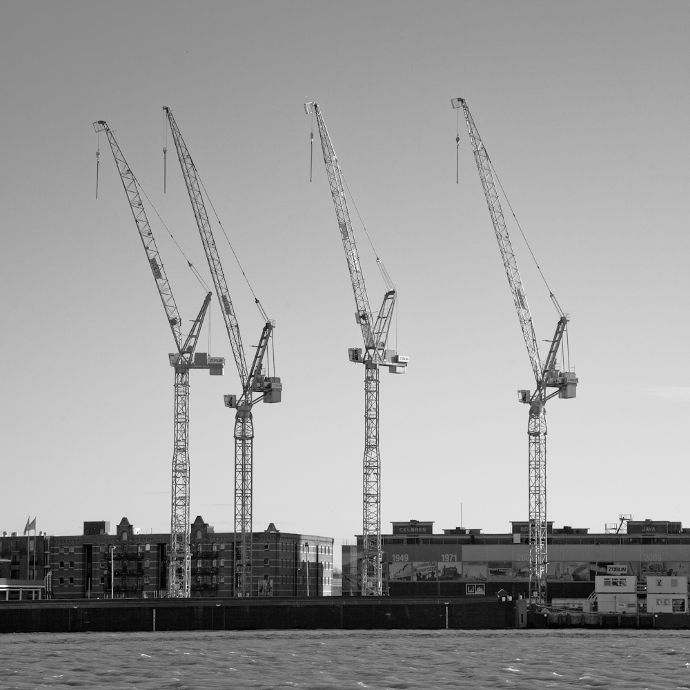 Photo: The cranes marking the place where De Rotterdam will be build, by Barend Jan de Jong (Canon 5D mkII, Canon EF 24-105mm f/4L IS USM).