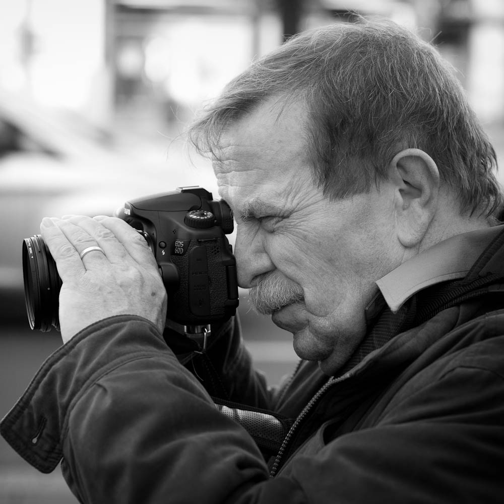 Photo: Street photographer caught in action, Bonn, by Barend Jan de Jong (Canon 5D mkII, Sigma 85mm 1:1.4 DG HSM).