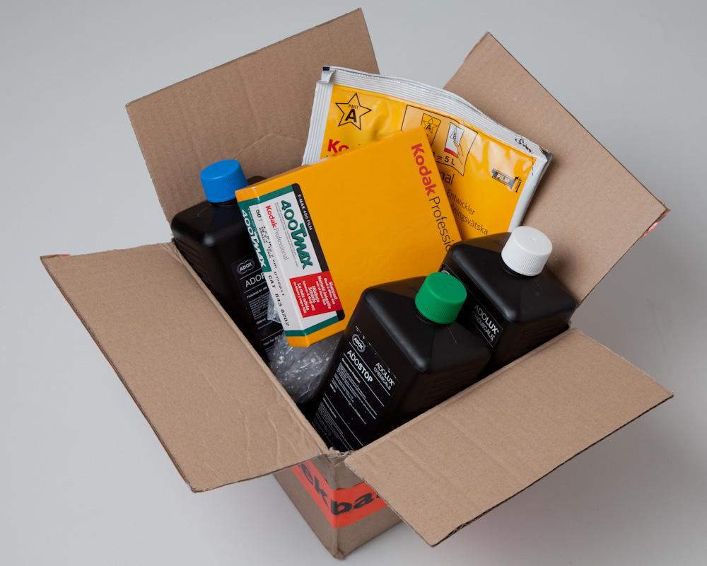 The delivery with: Kodak T-Max 400 4x5, Kodak XTOL, Adolux Adofix, Adolux Adostop and Adolux Adoflo.