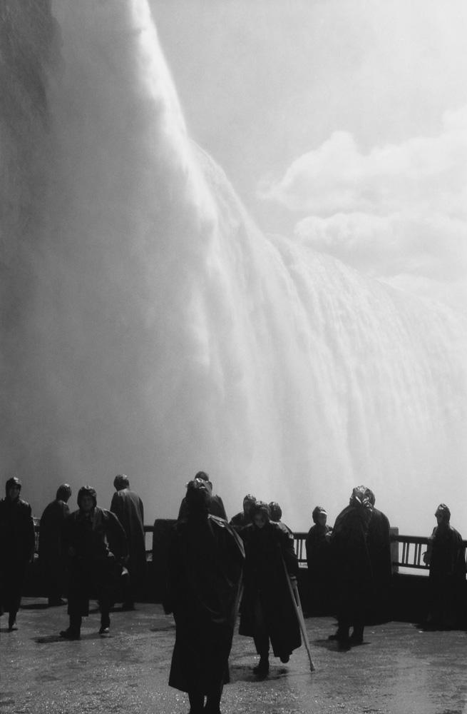 Photo below: Horseshoe Falls - Niagara (1978), by Barend Jan de Jong (Contax-S).