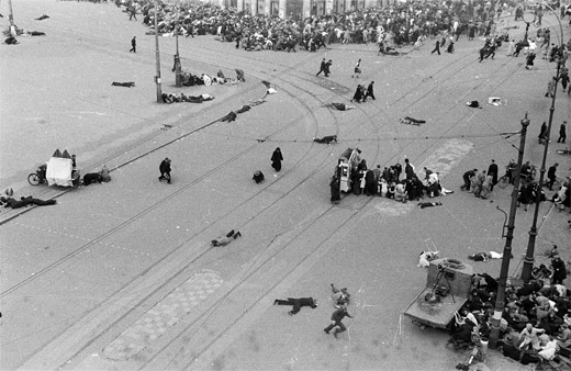 """Photo: Situation at the """"Dam"""" right after the incident on May 7, 1945."""