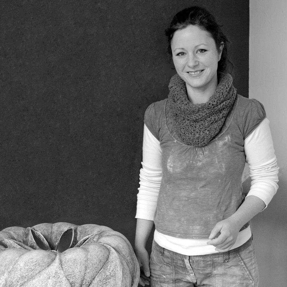 Photo: Claudia Biehne in her Workshop, by Barend Jan de Jong (Canon 5D, Canon EF 24-105mm f/4L IS USM).