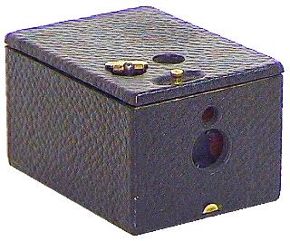 Photo: Pocket Kodak (1895), supporting daylight loading, film-type 102, 12 pictures of 3.75 x 5 cm.