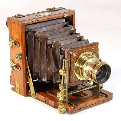 Photo: Instantograph, Model 1888. J. Lancaster & Son, Birmingham, England, supporting plates of 6 x 12 cm.