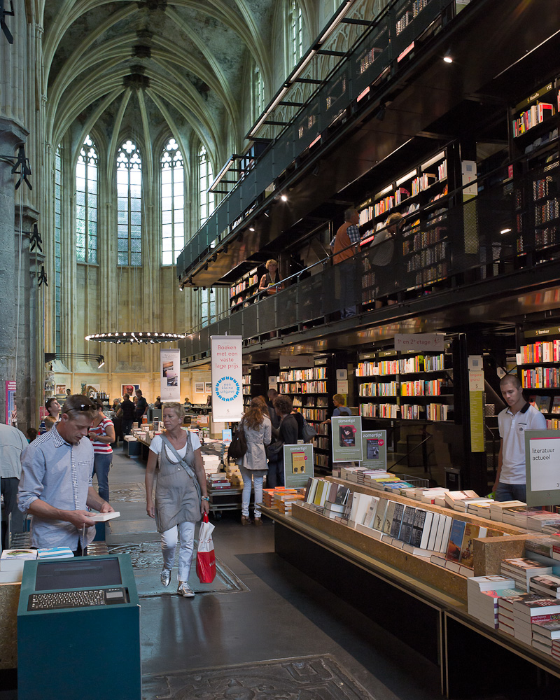 Photo: Selexyz bookstore located in the Dominican Church in Maastricht, by Barend Jan de Jong (Leica M9, Summicron 28mm).