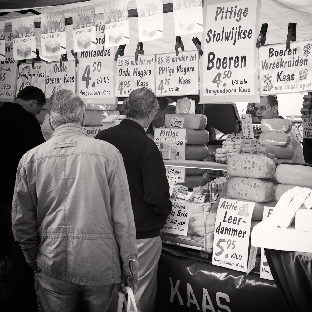 Photo: Buying cheese on the market on the Binnenrotte, by Barend Jan de Jong (Leica M9, Summicron 50mm).