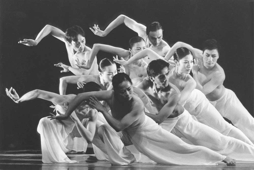 Photo: Lin Hwai Min, Moon Water, Cloud Gate Dance Company Taiwan, copyright by Gert Weigelt.