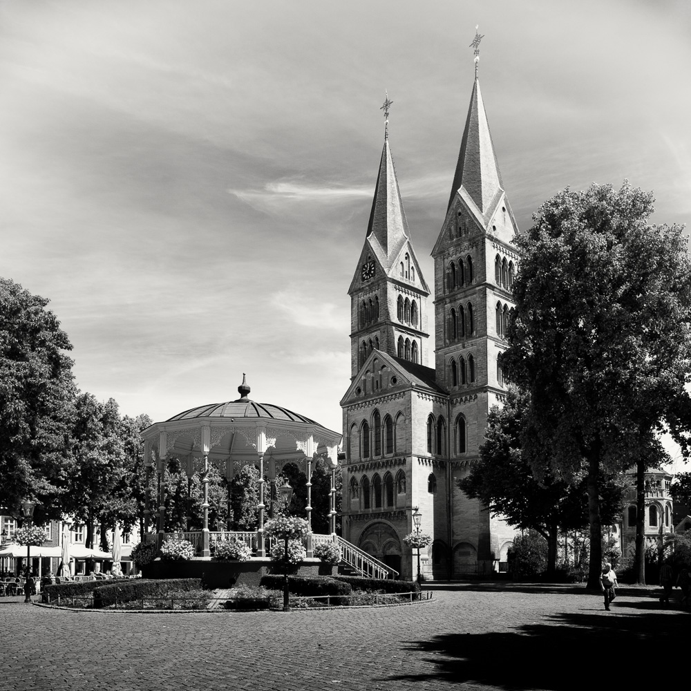Photo: Spanish Guelders' Reflections: The Munster Square, Roermond. (by Barend Jan de Jong).