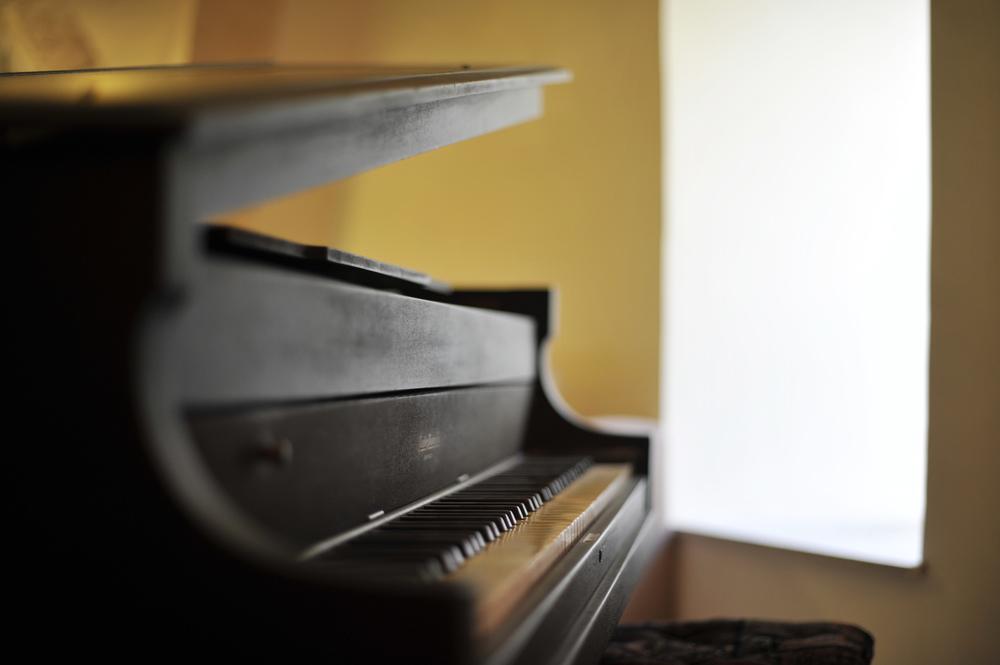 6 - Piano.JPG