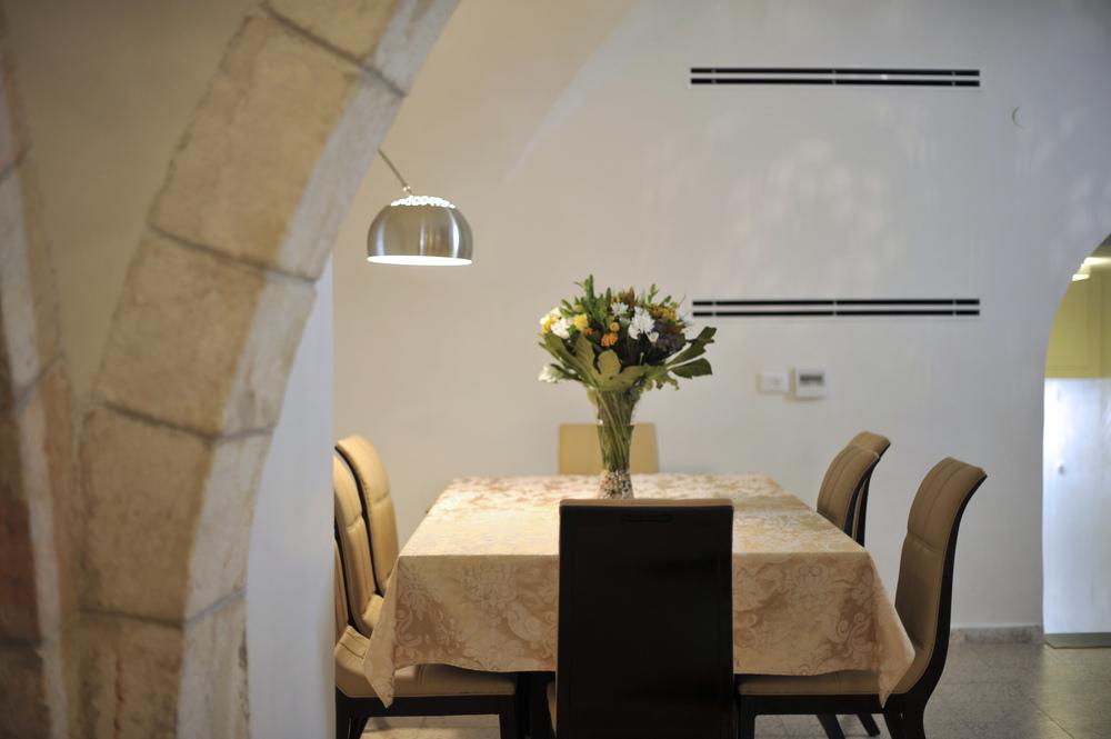 8 - Dining Room.JPG