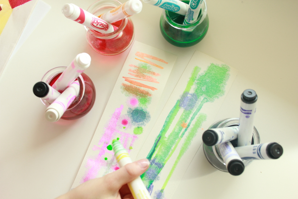 The markers can briefly be used straight from the containers to create fine lines/dots. Otherwise, dip some brushes in and use them as liquid watercolors.