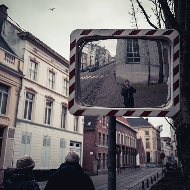 Self-portrait on the streets . . . . . . #selfie #ghent #selfportrait #street #streetphotography  #instagoodmyphoto #photooftheday #instagood #instadaily #picoftheday #livethelittlethings #nothingisordinary #chasinglight #justgoshoot #exploretocreate #acertainslantoflight #makemoments #toldwithexposure  #rohitgeorgephoto  #leicaq #leica #🔴