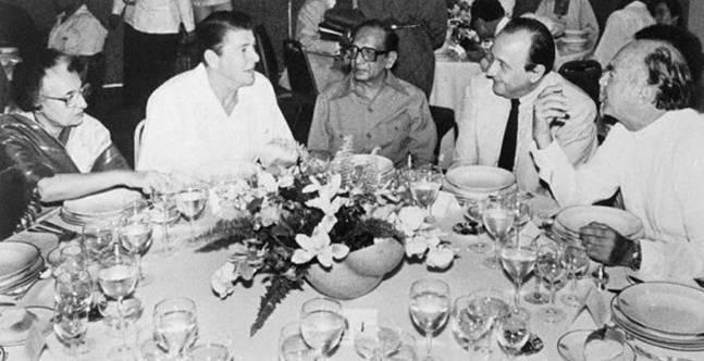 Indira Gandhi, Ronald Reagan, General Torrijos, Francois Mitterrand y José López Portillo