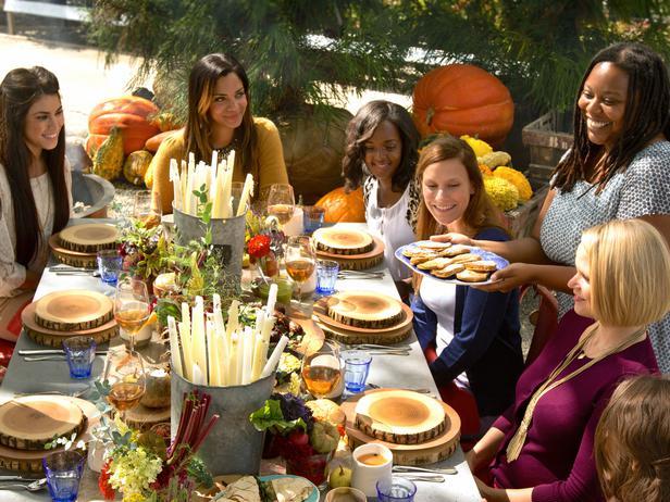 original_Jeanine-Hays-Leon-Belt-photos-Thanksgiving-brunch-guests-at-table_s4x3_lg.jpg