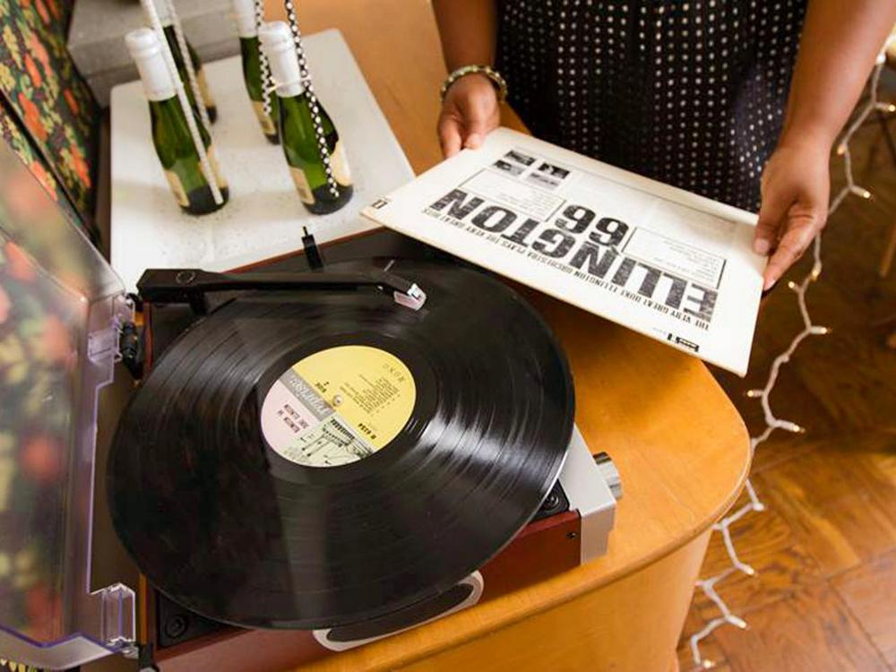 Original_Jeanine-Hays-new-years-eve-record-player_h.jpg.rend.hgtvcom.1280.960.jpeg