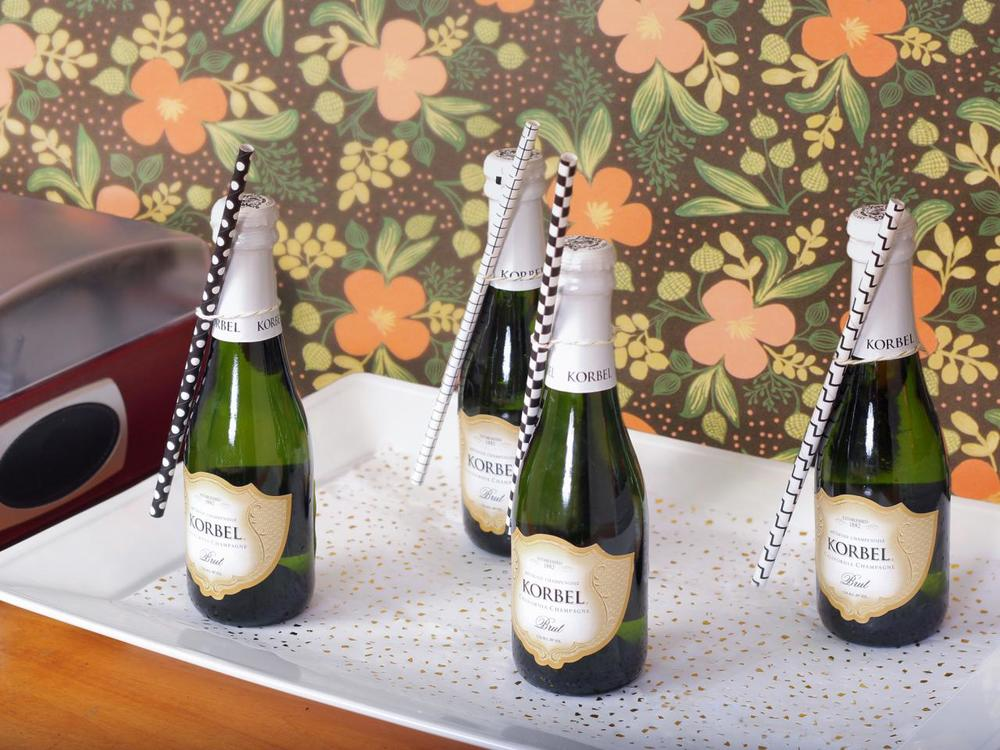 Original_Jeanine-Hays-new-years-eve-upcycle-mini-champagne-bottles_h.jpg.rend.hgtvcom.1280.960.jpeg
