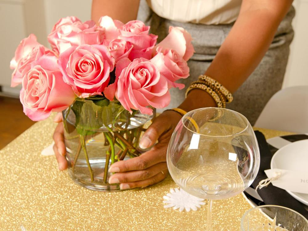 Original_Jeanine-Hays-new-years-eve-upcycle-pink-rose-centerpiece_h.jpg.rend.hgtvcom.1280.960.jpeg