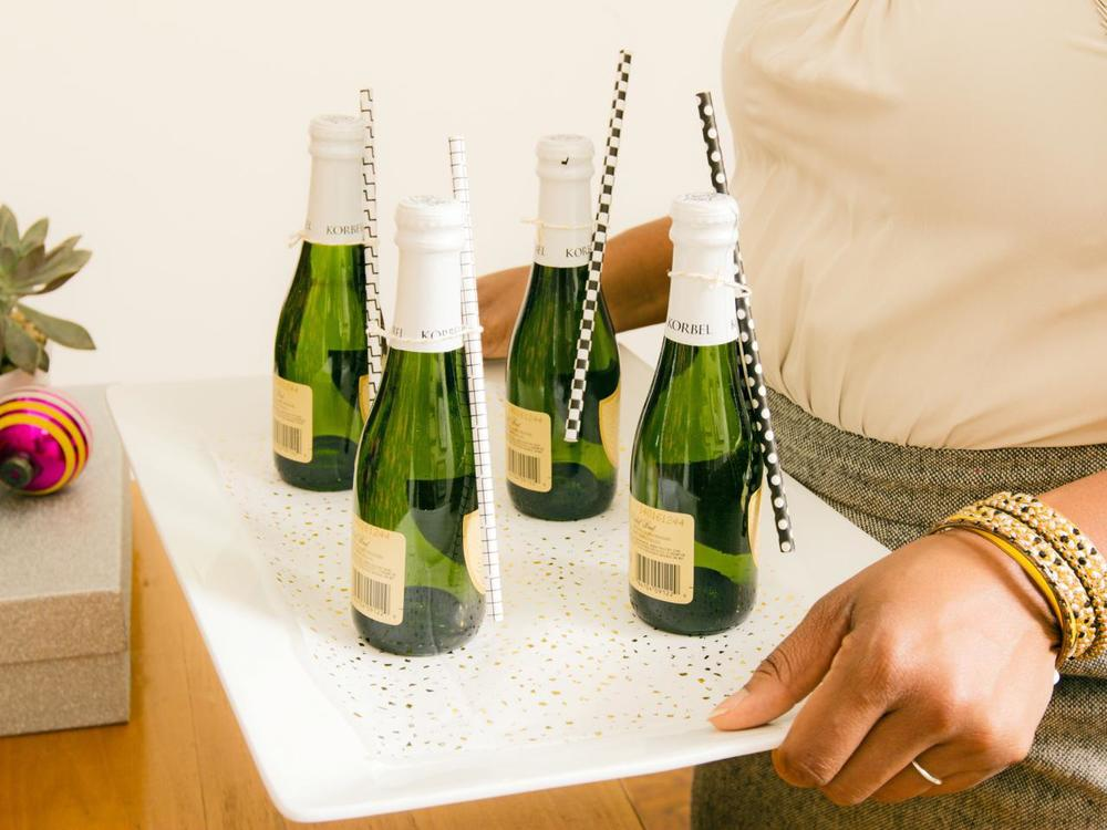 Original_Jeanine-Hays-new-years-eve-upcycle-serving-tray_h.jpg.rend.hgtvcom.1280.960.jpeg