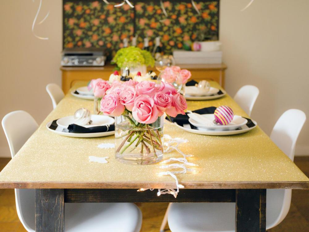 Original_Jeanine-Hays-new-years-eve-upcycle-wrapping-paper-tablecloth_h.jpg.rend.hgtvcom.1280.960.jpeg