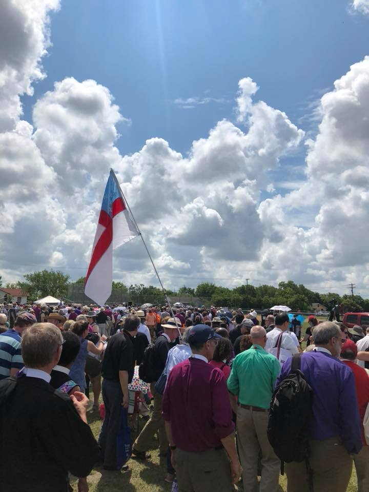 More than 1,000 Episcopalians gathered in support of women immigrants detained by the US government.