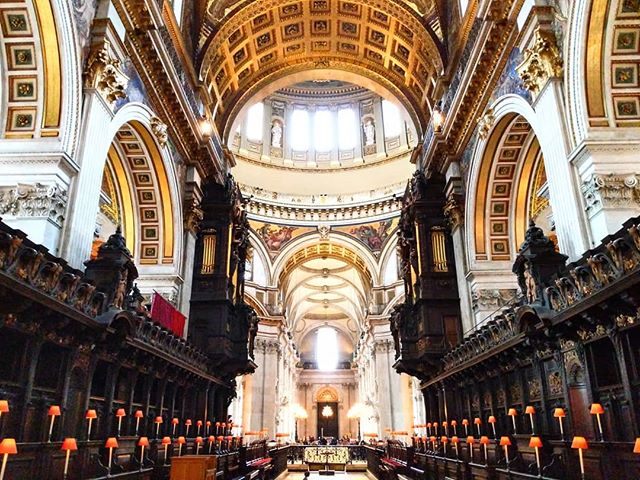 St Paul's Cathedral. Almost certain I didn't see any No Photography Allowed signs... . . ______  #stpauls  #london  #churches #christopherwren #stpaulslondon #ornate