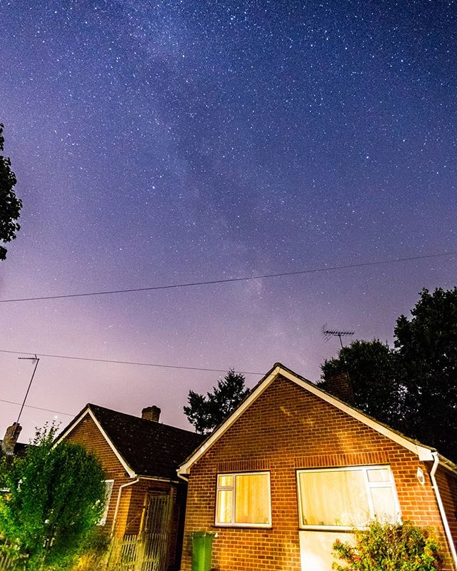 Shooting Stars in Suburbia. . . . #stars #streetphotography #landscapephotography #nightphotography #longexposure #milkyway #uk #astro #astrophotography #canon6d #tuesdaymotivation