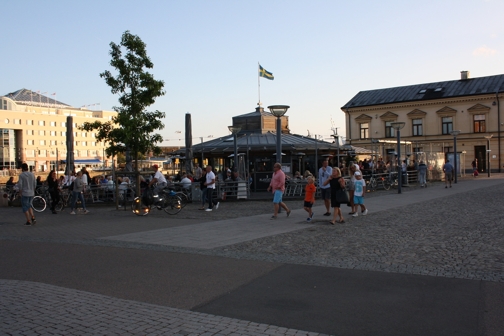 Hamnkrogen bar summer.JPG