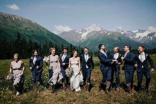 Doesn't this kinda make you wish you were in their wedding party? It's ok. I'm right there with you. Photo | @relicweddings
