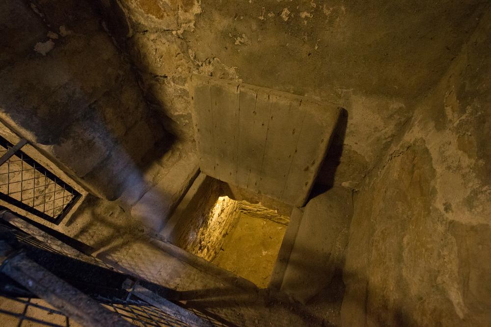 ©jennifer bailey castle campbell prisoner pit