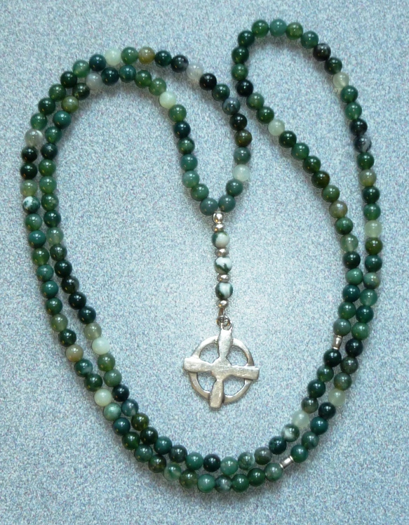 The Céile Dé paidirean (or prayer beads) has 150 beads in three sections.