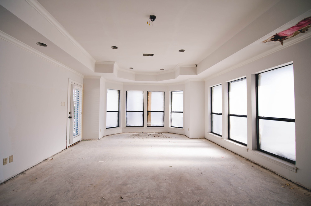 If you squint your eyes, you can see a delightful pile of what used to be the popcorn ceiling way back by the bay windows. Ahhhhh. Couldn't do away with the tray ceiling afterall but I think we'll get over it. :)