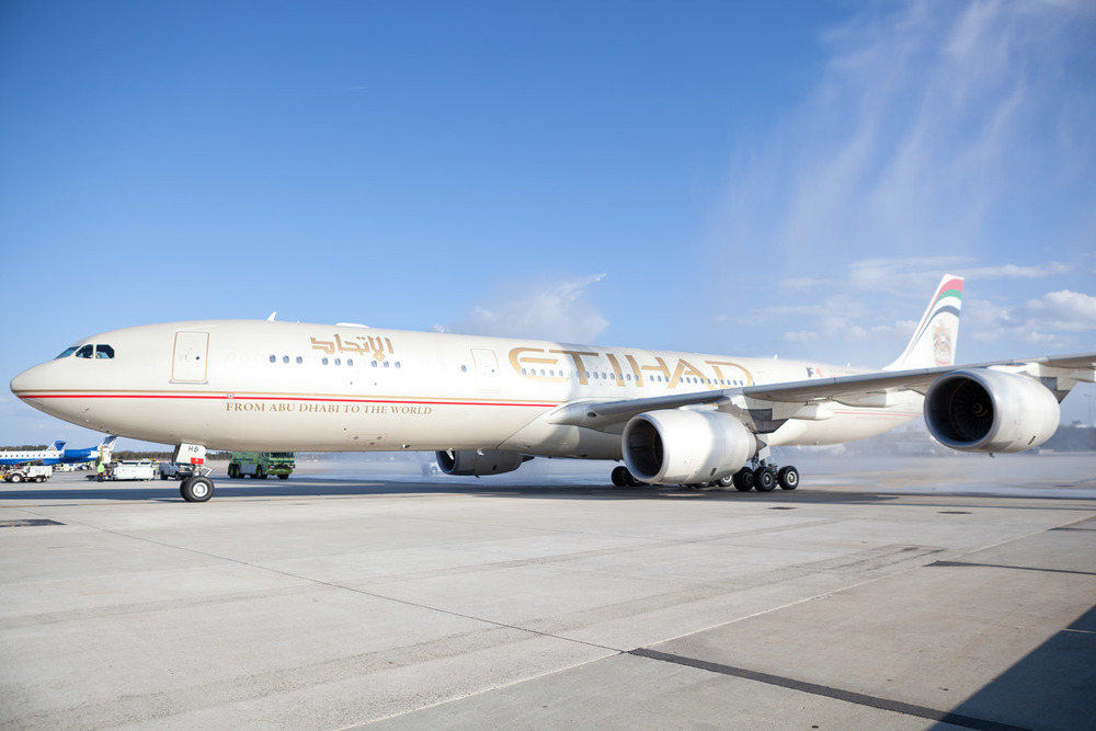Etihad_Airways_arives_at_Dulles_MG_0535.jpg