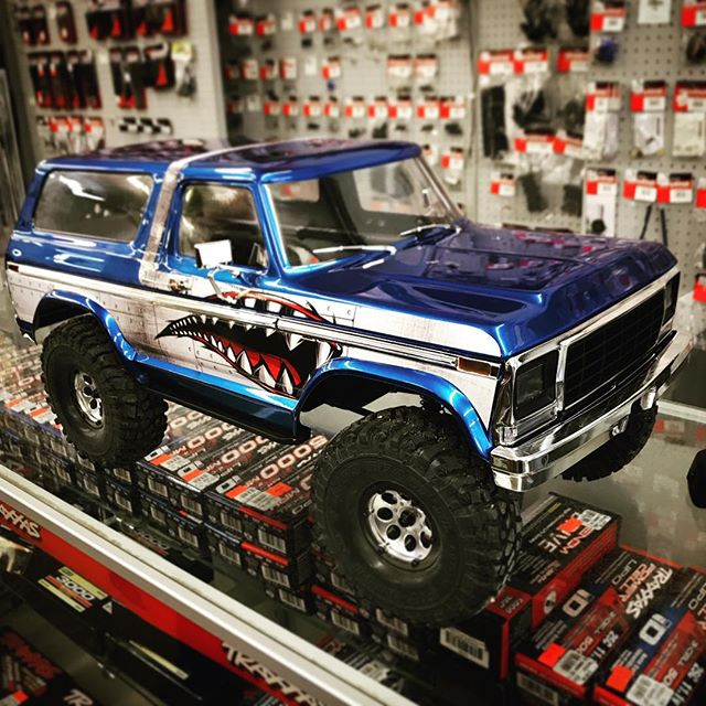 Our resident airplane guy, Gene, recently got into rock crawlers, and this is his latest creation: a @Traxxas #TRX4 kit with a custom painted Ford Bronco body. 👏👏👏 Well done, Gene! #rockcrawler #saginaw #baycity #midland #michigan #hobbies
