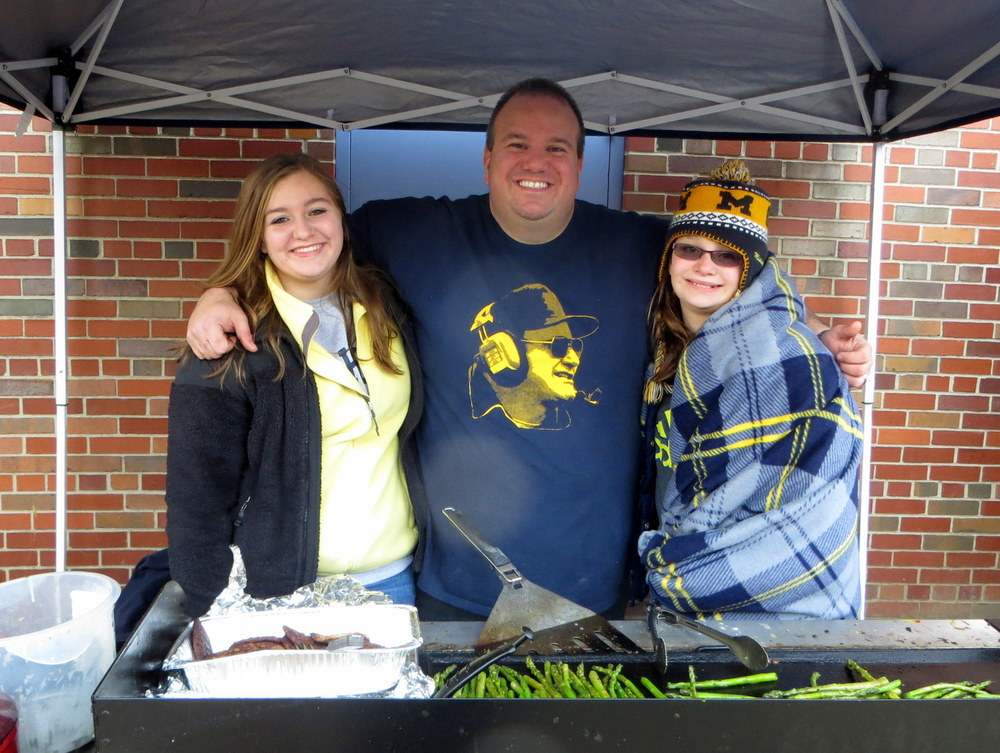 11/30/13 Michigan 41 - Ohio State 42 : Staying warm by the grill