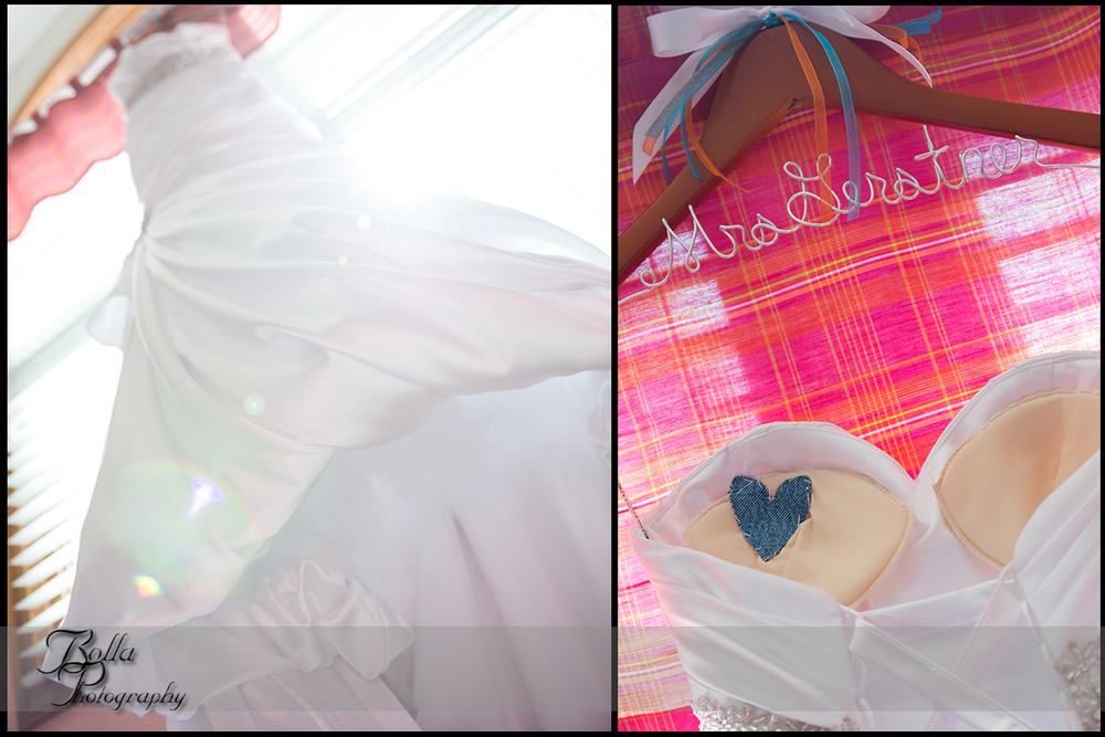 005_Bolla_Photography-wedding-preparations-bride-dress-hanger-someting_blue-heart-Albers-Gerstner.jpg