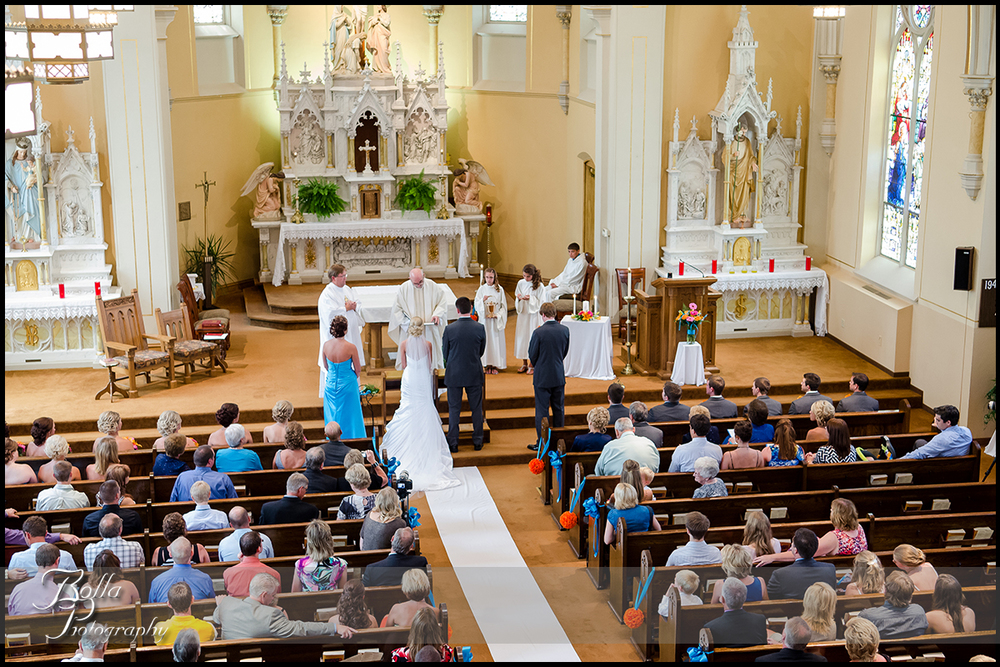 009_Bolla_Photography-wedding-church-Catholic-ceremony-bride-groom-altar-Albers-Gerstner.jpg