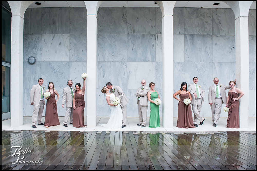 008_Bolla_Photography-wedding-portraits-bride-groom-groomsmen-bridesmaids-green-brown-pillars-reflection-dip-kiss-cheer-museum-Mt_Vernon-Wilson.jpg