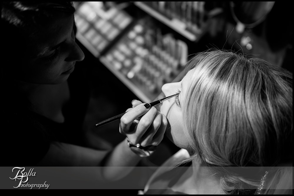 003-Bolla-Photography-wedding-Saint-Louis-MO-STL-bride-preparations-makeup-salon-Peters.jpg