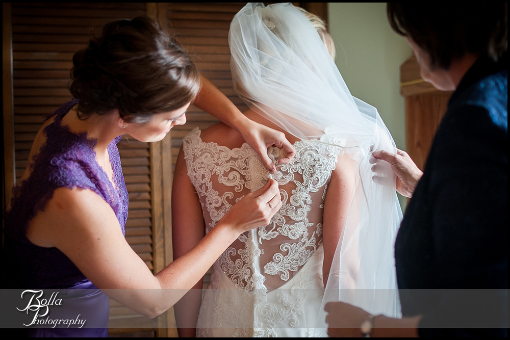 003-Bolla-Photography-wedding-Belleville-IL-bride-preparations-dress-lace-back-sister-mother-Wilson.jpg