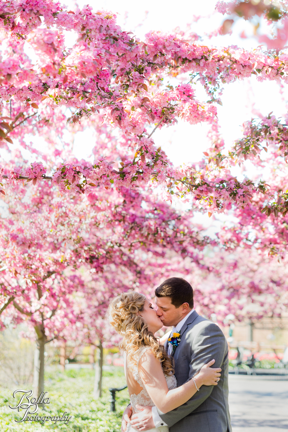 Bolla_Photography_St_Louis_wedding_photographer_Morgando_Blues_hockey_Botanical_Gardens_spring-0001.jpg