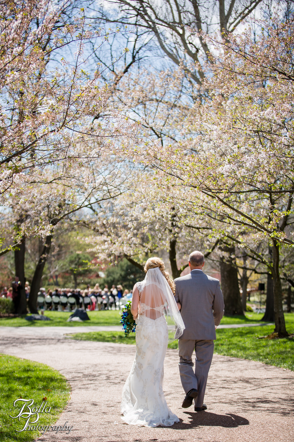 Bolla_Photography_St_Louis_wedding_photographer_Morgando_Blues_hockey_Botanical_Gardens_spring-0170.jpg