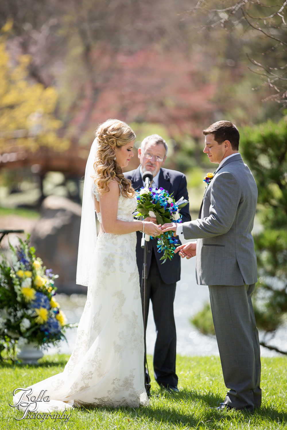Bolla_Photography_St_Louis_wedding_photographer_Morgando_Blues_hockey_Botanical_Gardens_spring-0207.jpg