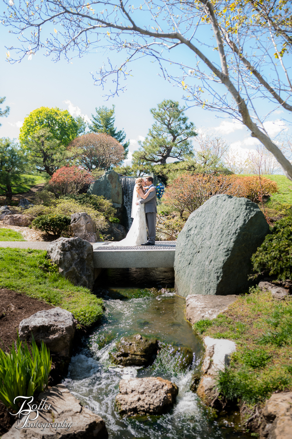 Bolla_Photography_St_Louis_wedding_photographer_Morgando_Blues_hockey_Botanical_Gardens_spring-0229.jpg