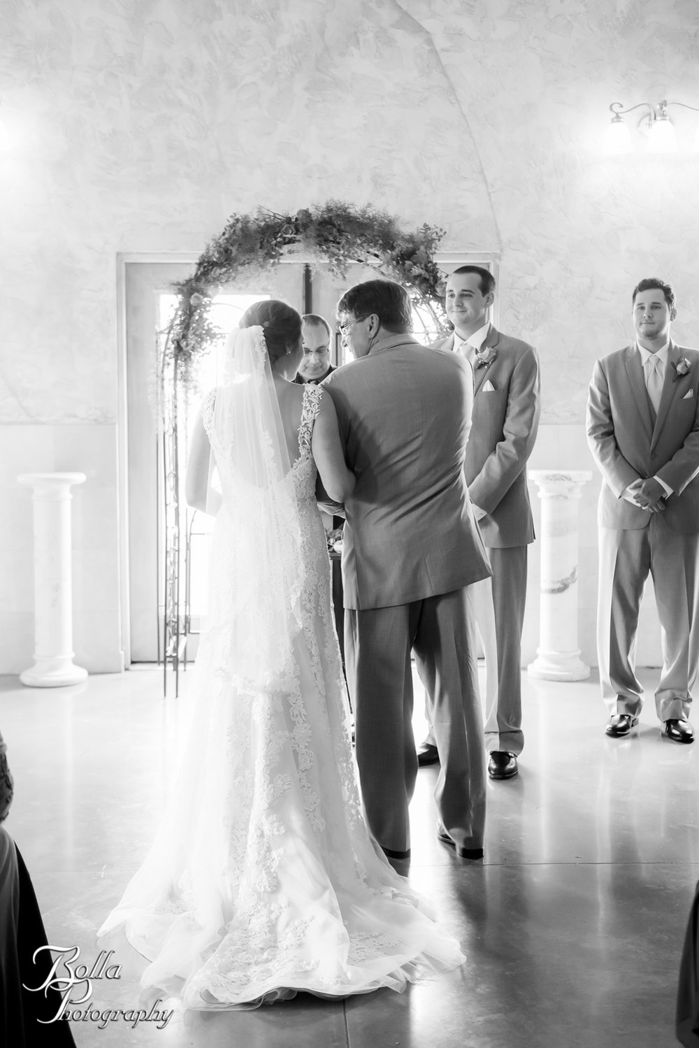 Bolla_Photography_St_Louis_wedding_photographer_Villa_Marie_Winery-0191.jpg