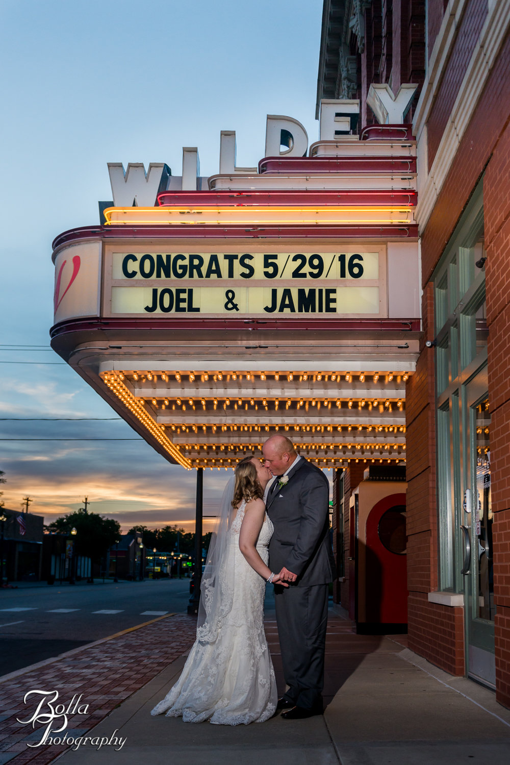 Bolla_Photography_St_Louis_wedding_photographer_Wildey_Theater_Edwardsville-0410.jpg